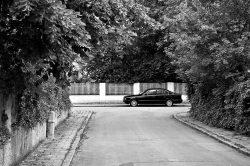 geparktes Auto in einem Wohngebiet in München, Sendling-Westpark