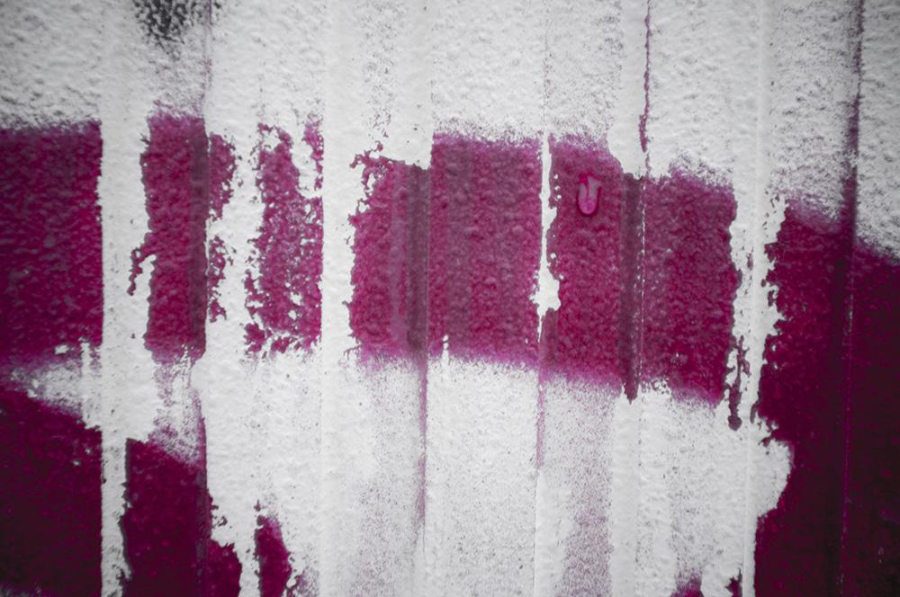 Weinrote Farbe auf hellem Hintergrund, Foto: Azucena Viloria