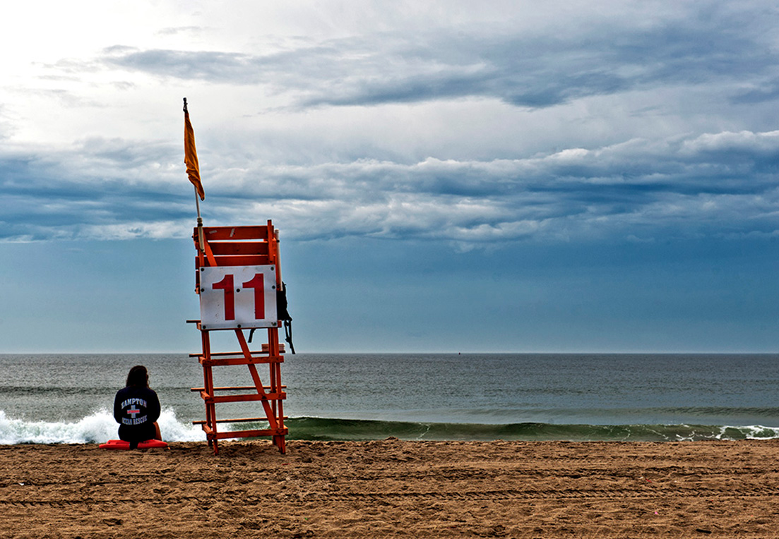 Hampton Beach; New Hampshire, Strandaufsicht, Baywatch, Bademeisterin, ruhig, wolkig