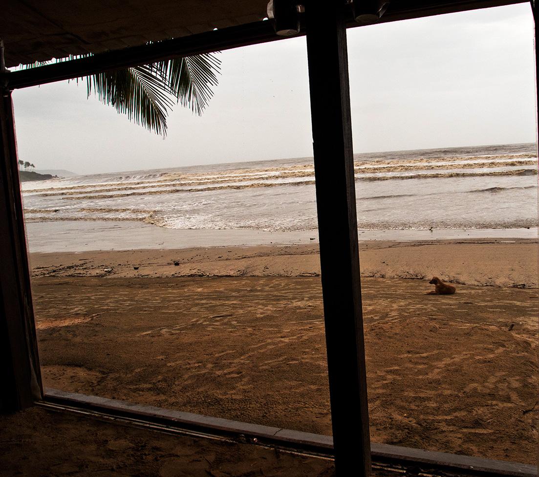 Blick auf das Arabische Meer aus einer Strandbar in Palolem, Goa.