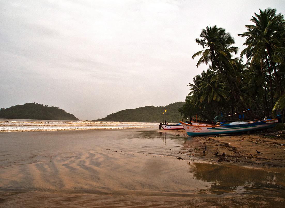 Fischerboote am Strand von Palolem, Goa, Indien