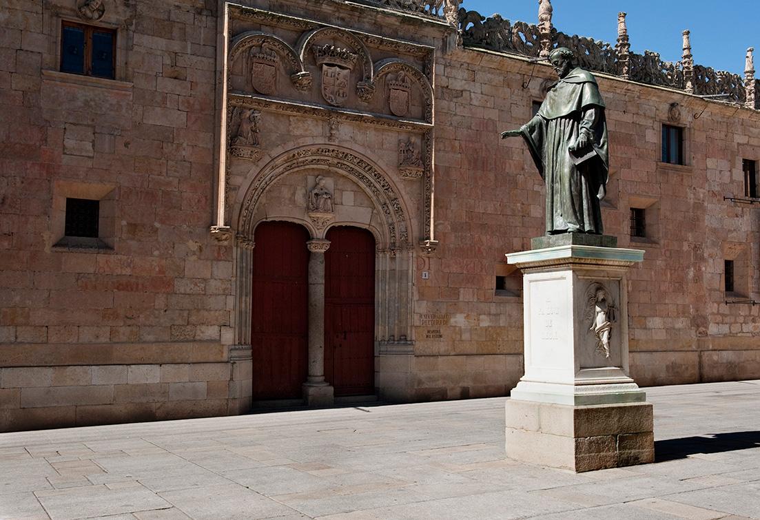 Eingang zur alten Universität Salamanca, Spanien