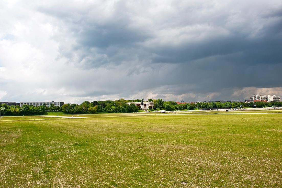 Theresienwiese München mit Ruhmeshalle und Bavaria